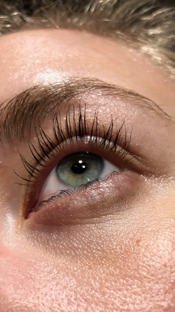photo of eye showing glossier lash slick on eyelashes at end of day