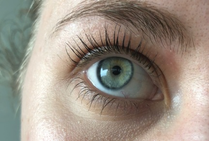 A closer look at Glossier Lash Slick on my lashes.